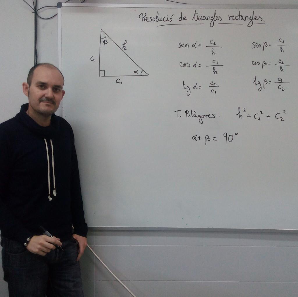 El profesor y matemático José Antonio Martínez, en una de sus clases